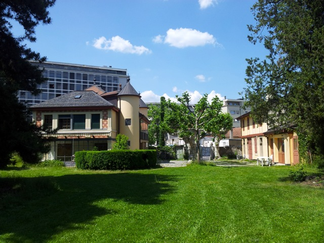 jardin, maison et annexe
